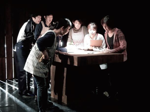 2016年3月に京都府・東山青少年活動センターにて上演された「凪の砦(1)(2)」より。