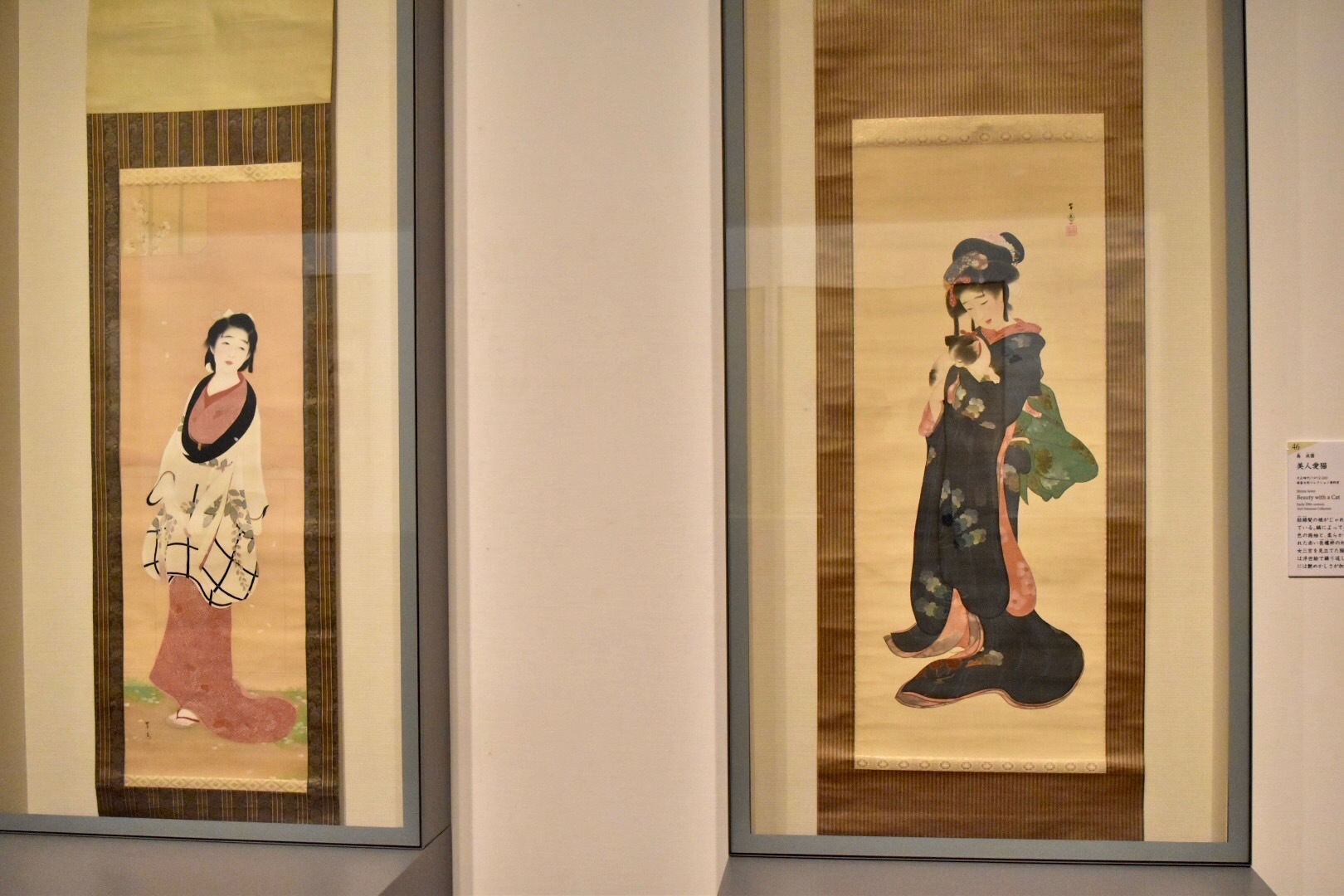 左:島成園 《春の愁い》 大正4年頃 福富太郎コレクション資料室蔵 右:島成園 《美人愛猫》 大正時代 福富太郎コレクション資料室蔵