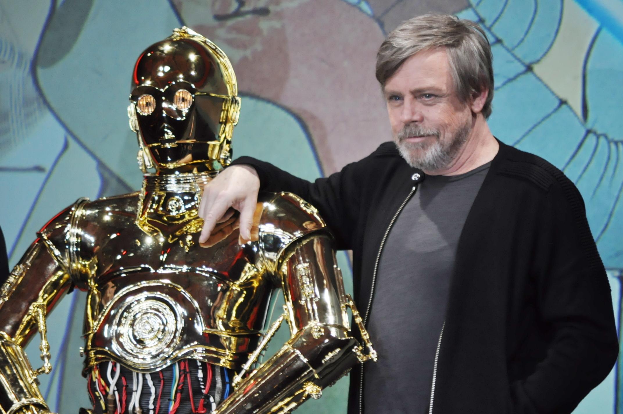 左から、C3PO、マーク・ハミル