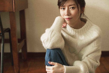 柴田淳、ニューアルバム『蓮の花がひらく時』 ジャケット写真とオリ特ポストカードを公開、自身初のオンラインイベントも開催決定