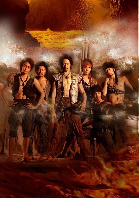 「海賊」メインビジュアル 中央がコンラッド役の宮尾俊太郎、左端がアリ役の山本雅也 (c)Nobuo Yano