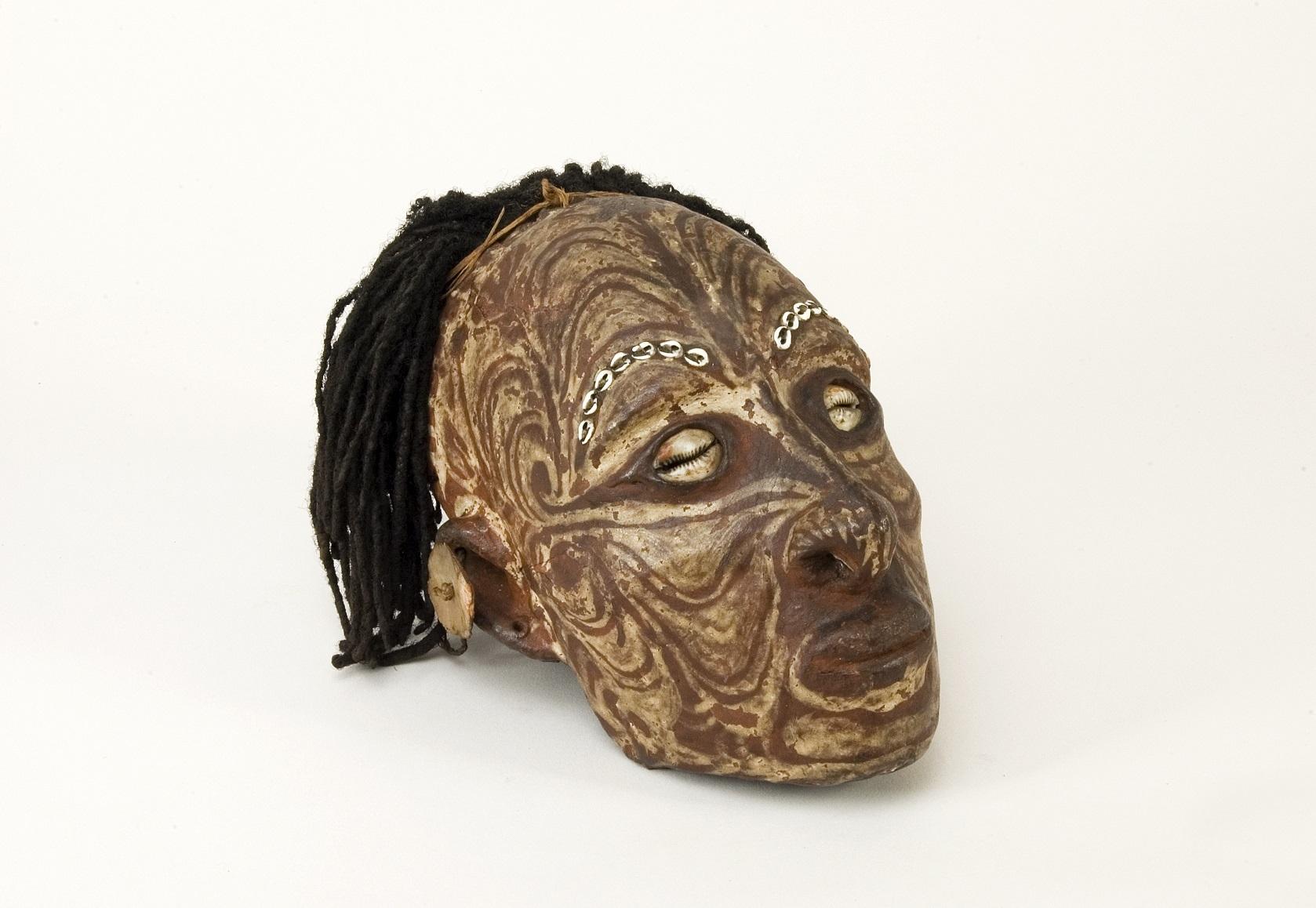 《肖像頭蓋骨》 レーマー・ペリツェウス博物館所蔵 1800年-1900年頃、 パプアニューギニア