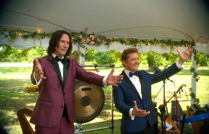 キアヌ・リーブス&アレックス・ウィンターの能天気コンビが29年ぶりの帰還 『ビルとテッドの時空旅行 音楽で世界を救え!』公開決定