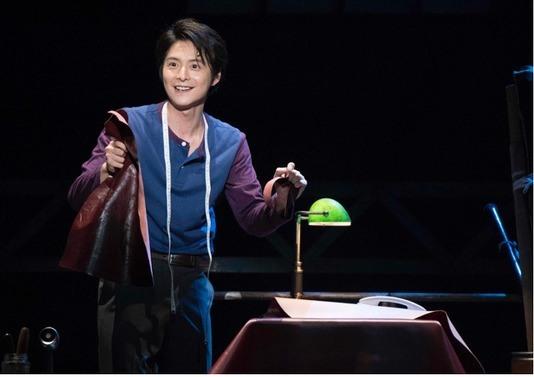小池徹平演じるチャーリー。彼がローラとの出会いを通して成長していく姿が、物語のキーとなっている。