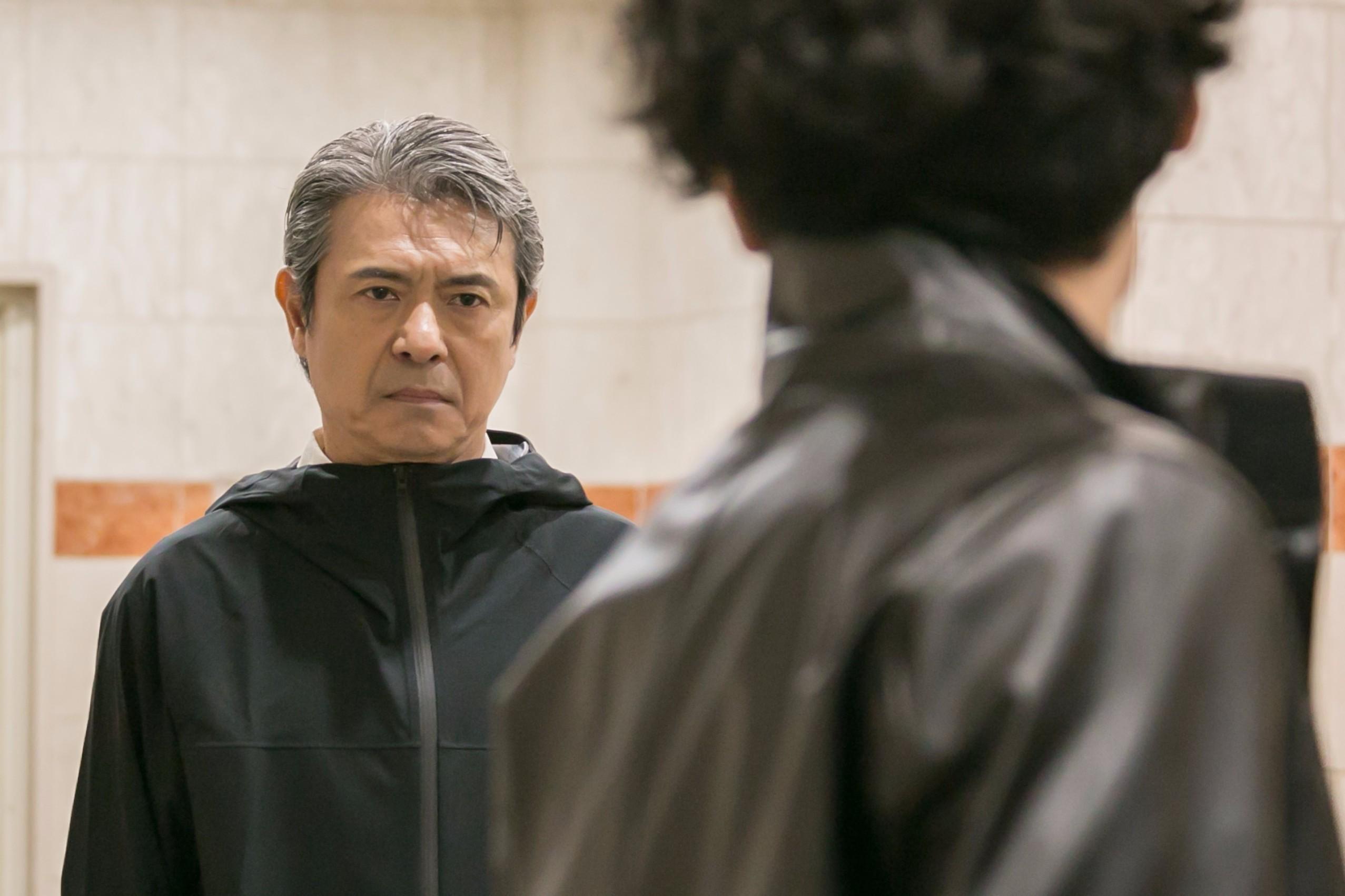 升毅(左) (C)2016「闇金ドッグス4&5」製作委員会