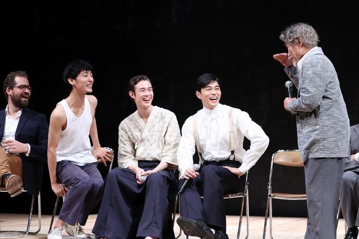 笈田の様子に笑いつつも動揺する東出、宮沢、上杉とそれを見て大ウケのウェブスターさん