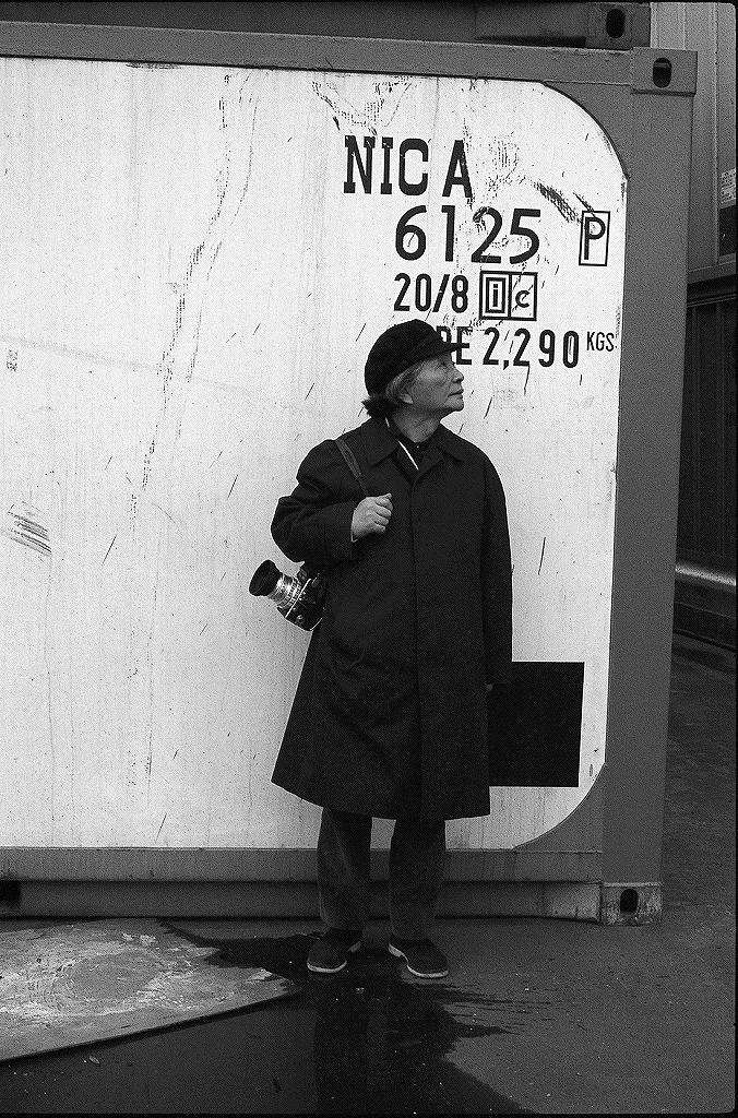 取材する花森安治 1970 年代初頭、写真提供:暮しの手帖社