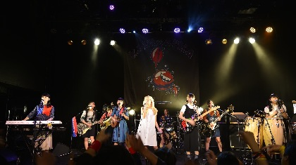 KANIKAPILA 憧れの先輩ガールズバンド・SCANDALと念願のライヴ初共演
