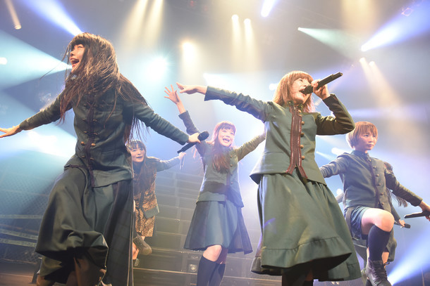 「IDOL SWiNDLE TOUR FINAL」の様子。