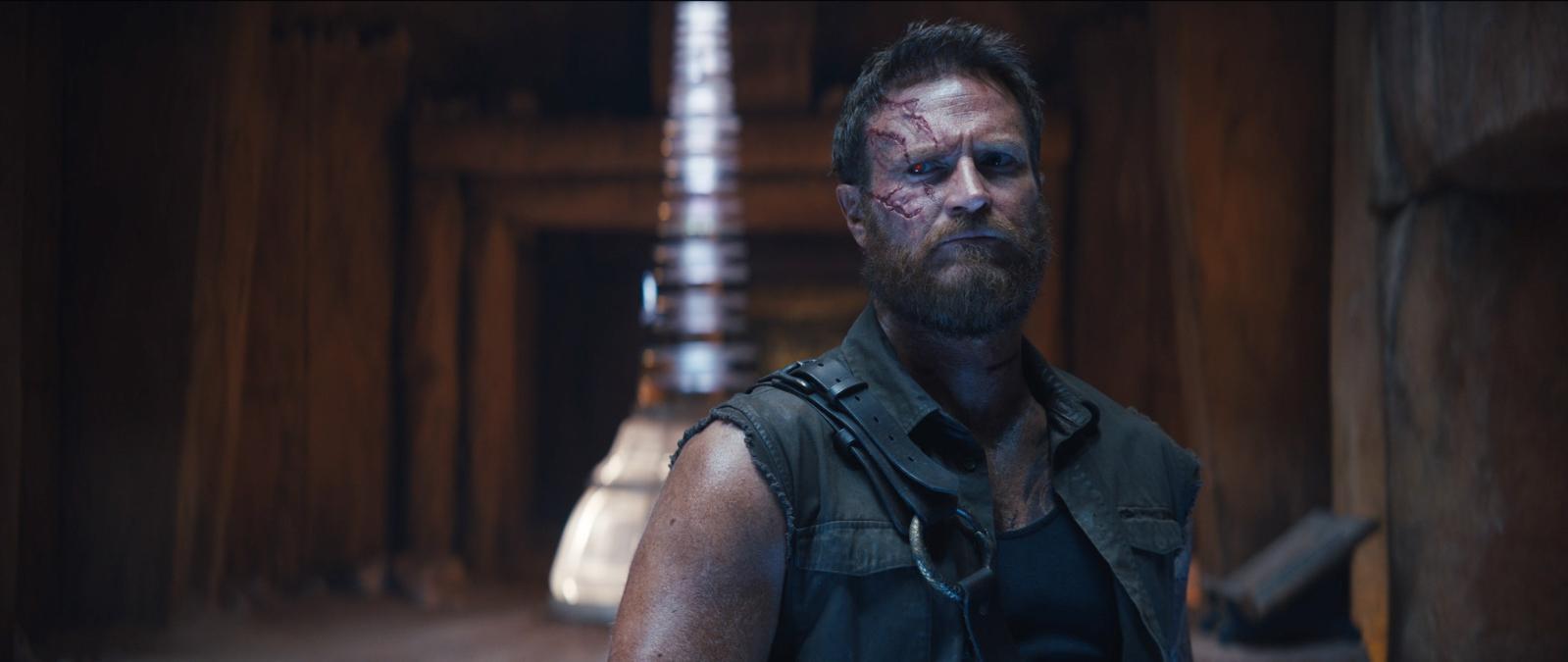 カノウ(ジョシュ・ローソン) (C)2021 Warner Bros. Entertainment Inc. All Rights Reserved IMAX(R)is a registered trademark of IMAX Corporation.