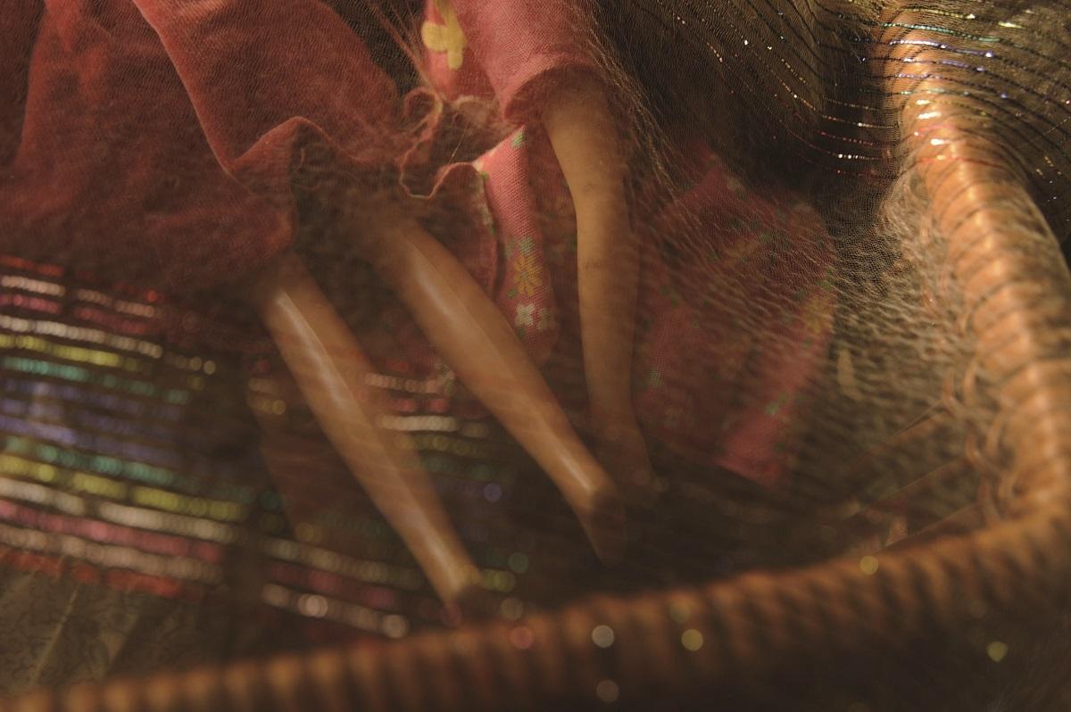 古賀亜希子【美しいものや不気味なもの】シリーズより 2017年 作品サイズ:24cm×15.7cm 素材:デジタルCプリント