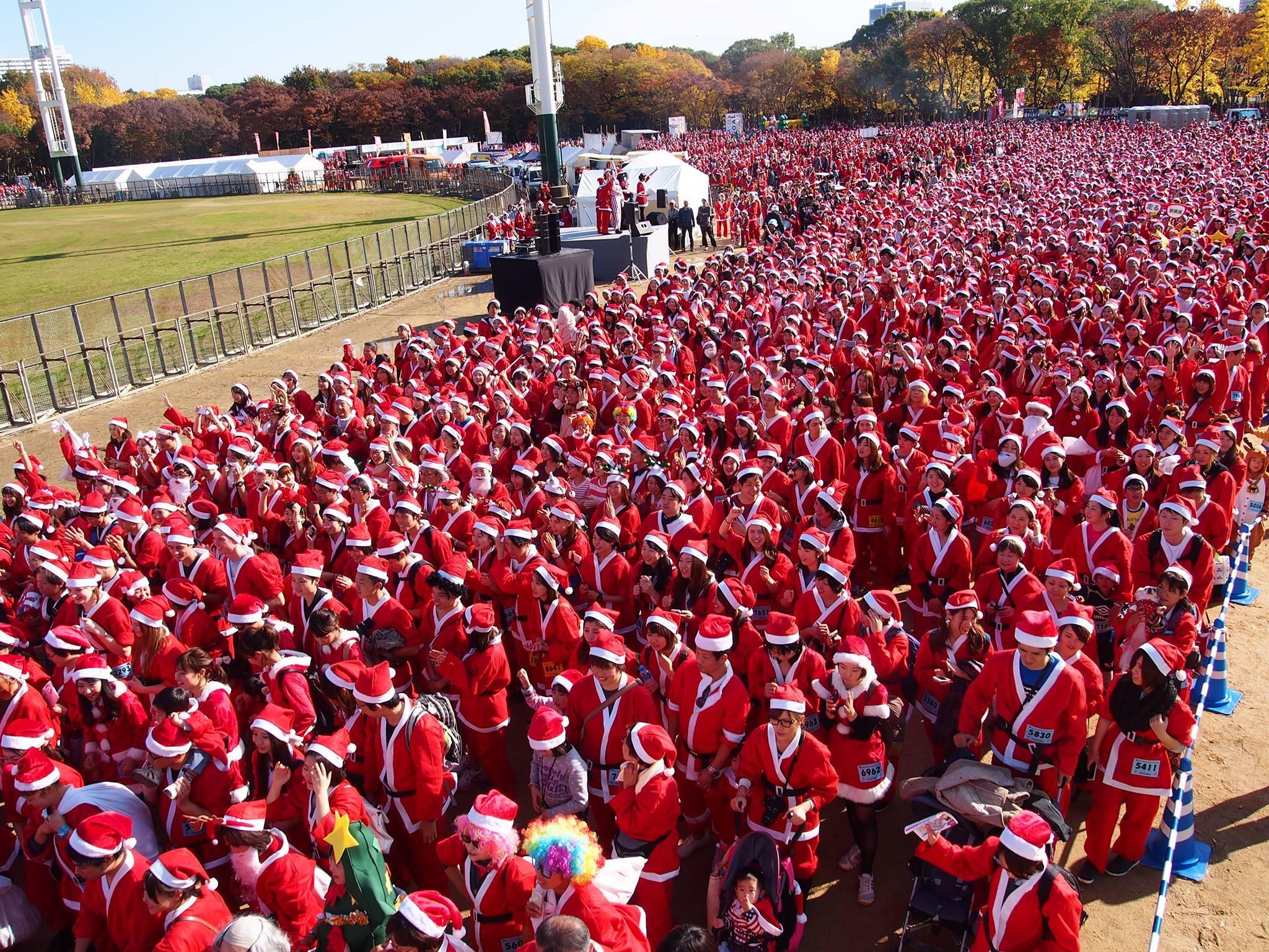 12月3日、大阪城をサンタクロースが埋め尽くす『Osaka Great Santa Run』が開催