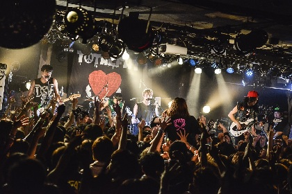 レア曲満載! TOTALFATがファン投票BEST20をカウントダウン形式で披露した17周年記念ライブ