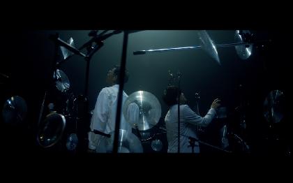 コブクロ、先行配信中の33枚目シングル「両忘」のミュージックビデオを公開