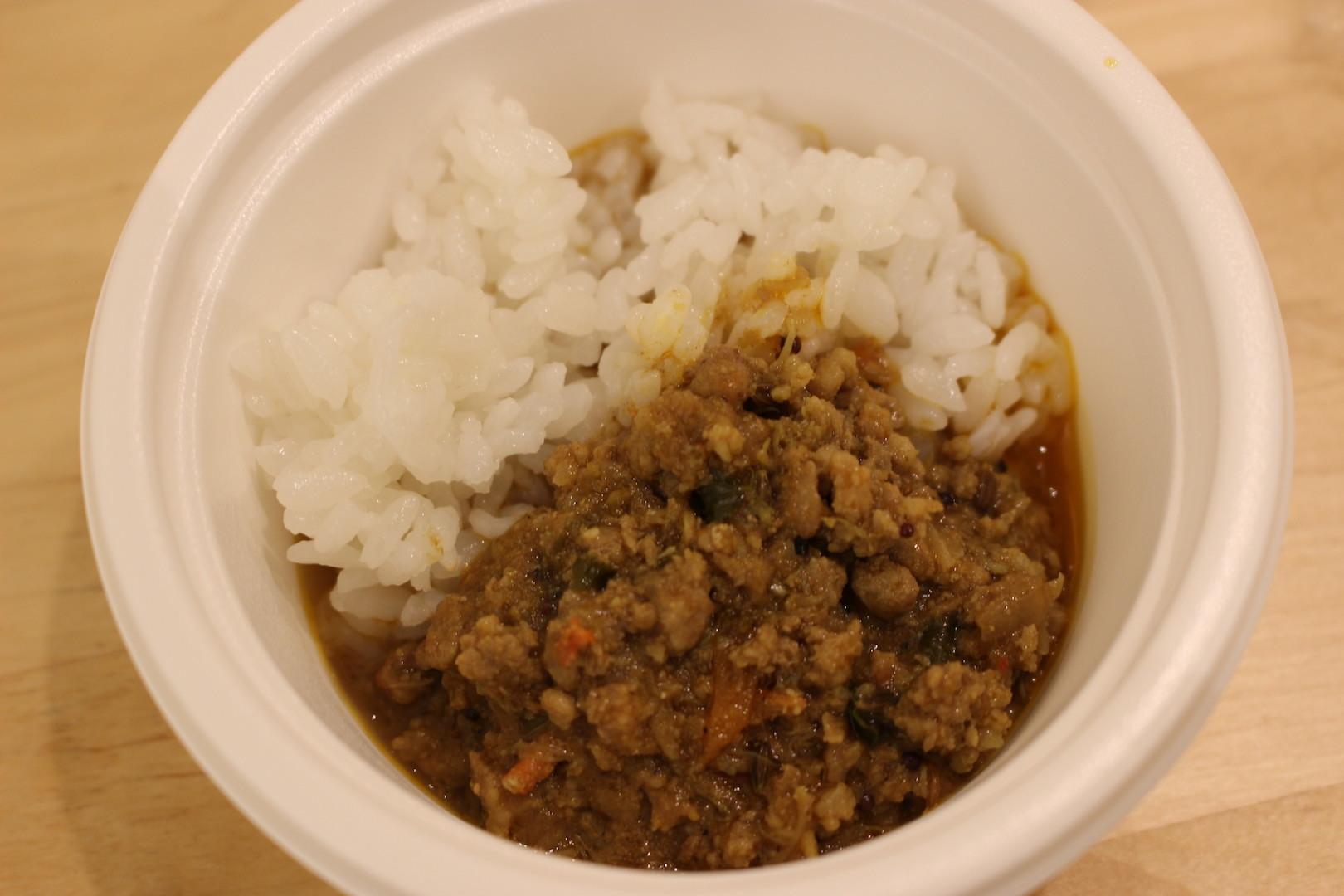裏ポンバシ系スパイスカリー NOMSON CURRY「蟹の殼炊き出汁 ズワイガニのキーマ(カニのガラだきだし)」