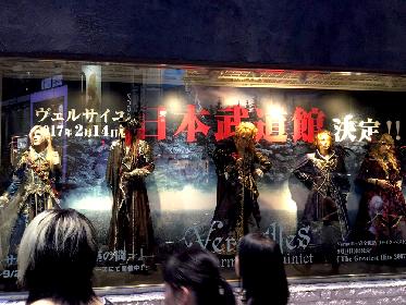 Versailles 渋谷マルイのショーウィンドウでマネキンに