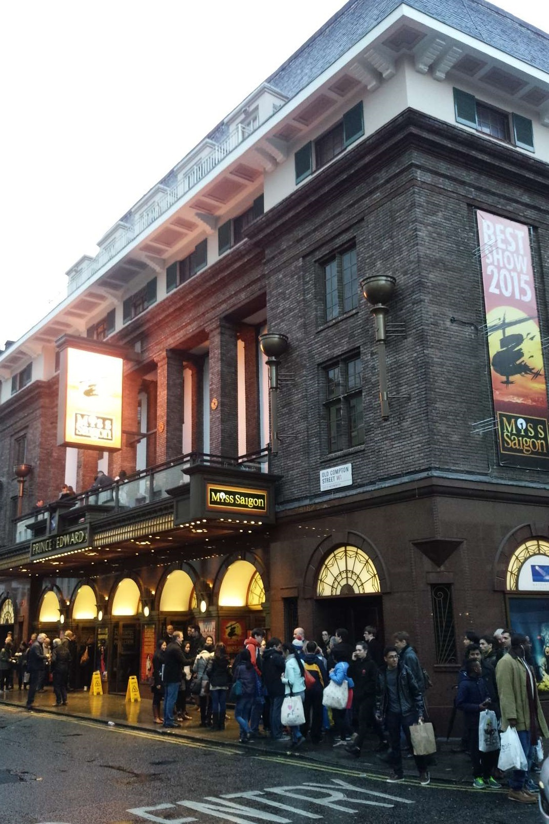 『ミス・サイゴン』を上演中のプリンス・エドワード劇場(ロンドン)