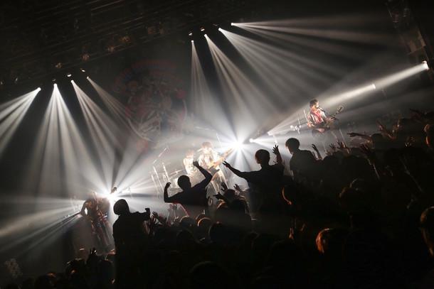 グッドモーニングアメリカ「あなたの街へ猛ダッシュで~ワンマンツアー2017」東京・TSUTAYA O-EAST公演の様子。(Photo by watanabe 'kool' syo)