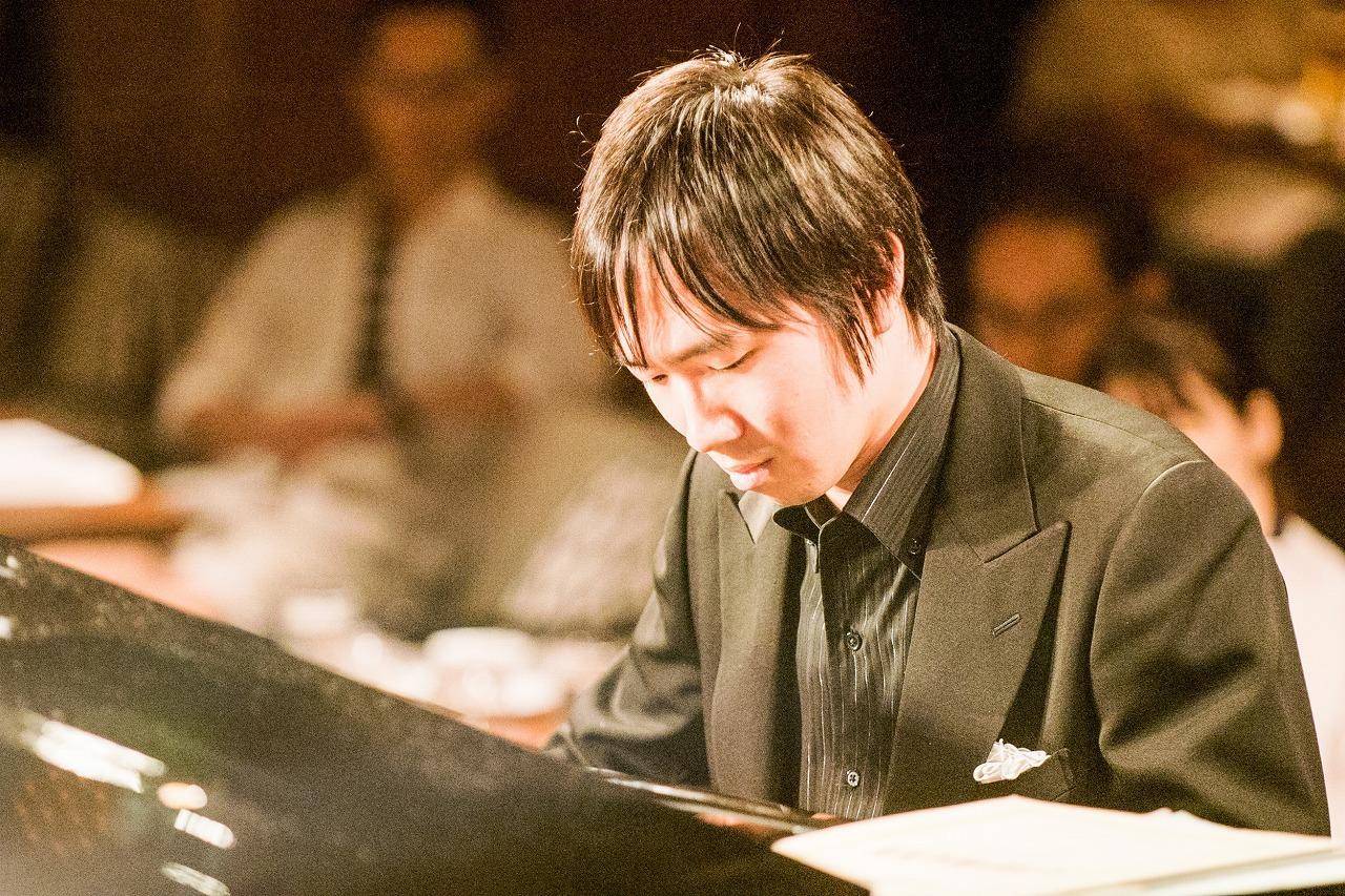 阪田知樹(ピアノ) (撮影=原地達浩)