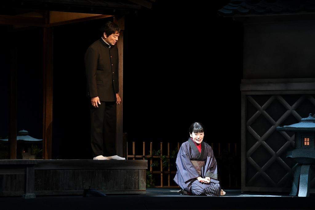 (左から)高橋克実、大竹しのぶ