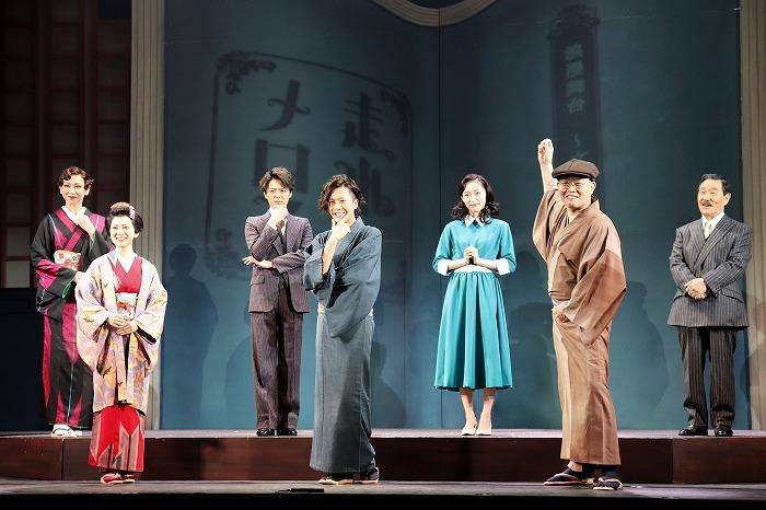 (左から)湖月わたる、谷村美月、室龍太、内博貴、山口真帆、千原せいじ、なべおさみ