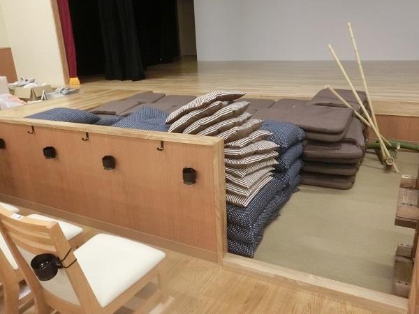 """""""たまり席""""。訪問時はまだ座布団が積まれている状態だった。"""