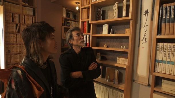 左からコムアイ、松岡正剛。(写真提供:NHK)