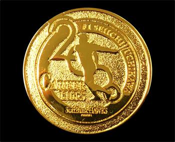当日配布される「内川聖一選手2,000本安打達成記念メダル」