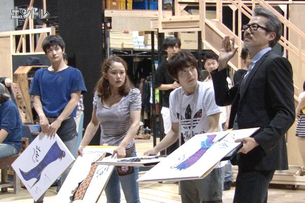 ミュージカル「キンキーブーツ」稽古場より 左から三浦春馬、ソニン、小池徹平、ひのあらた