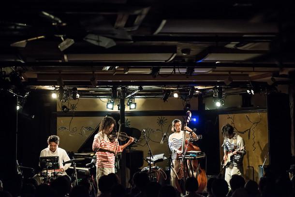 Nabowa「quiet side of Nabowa Tour」東京・晴れたら空に豆まいて公演の様子。(Photo by Meg Suko)