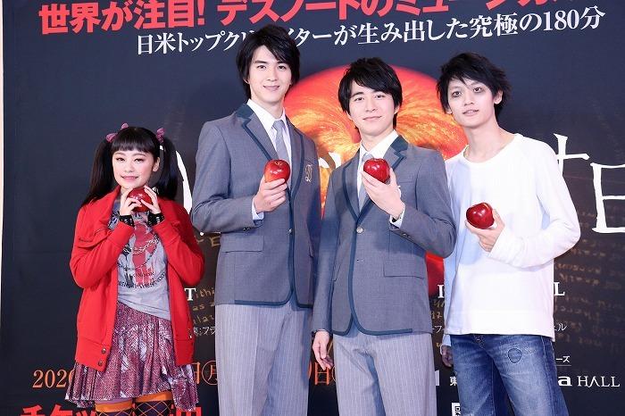 (左から)吉柳咲良、甲斐翔真、村井良大、髙橋颯