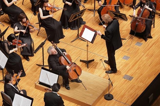 今宵は、ハイドンのチェロ協奏曲を2曲を一気に演奏する豪華のプログラム。 (C)S.Yamamoto