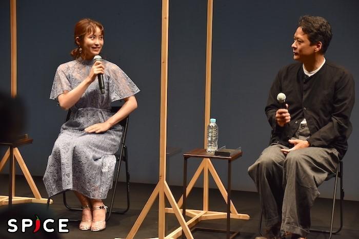 笹本玲奈、田中哲司(左から)
