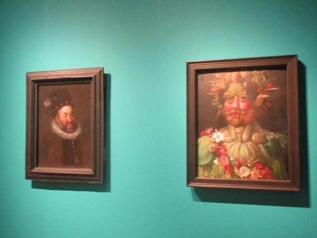 右:ジュゼッペ・アルチンボルド作《ウェルトゥムヌスとしての皇帝ルドルフ2世像》
