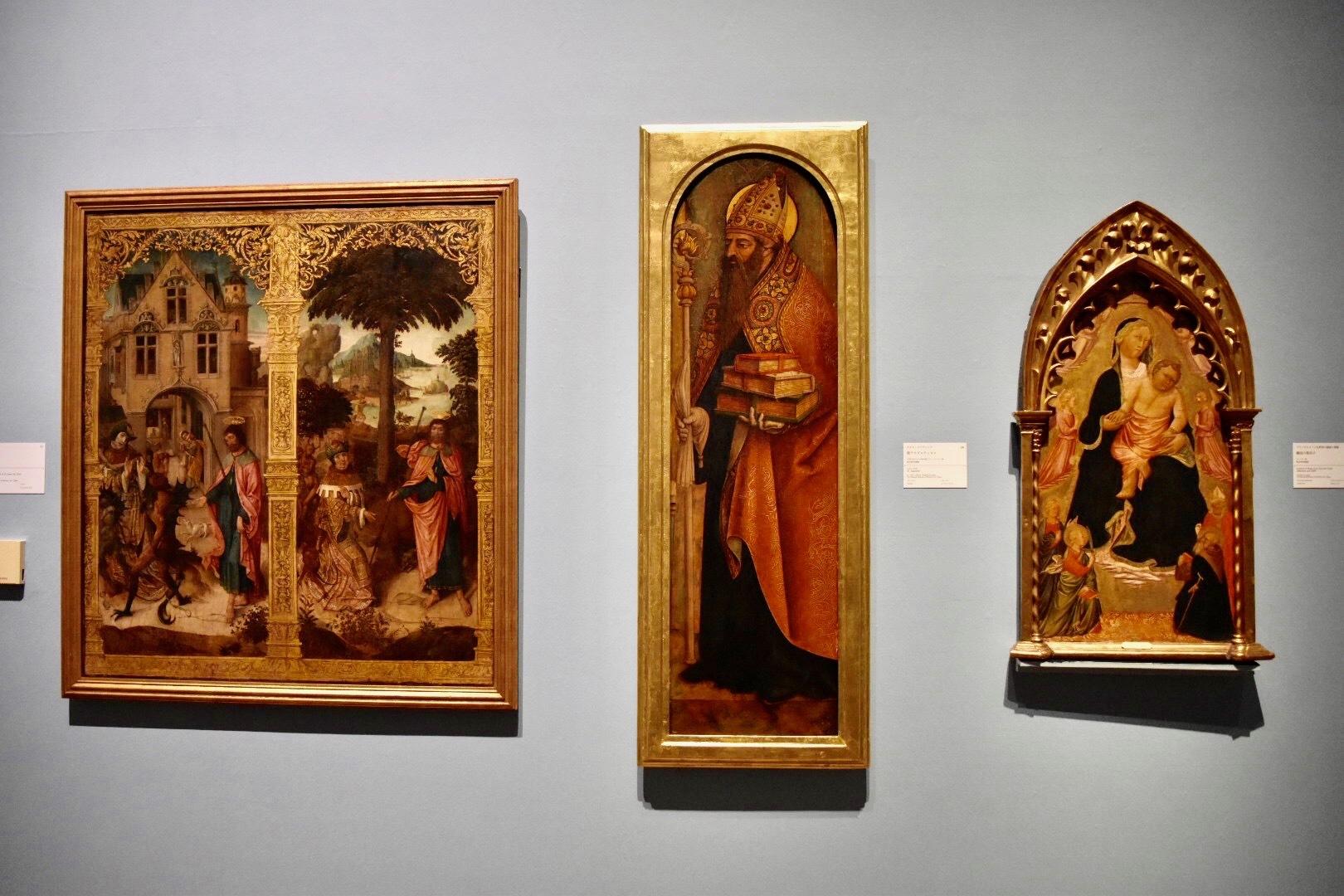 左:作者不詳 《聖ヤコブ伝》 国立西洋美術館蔵 中央:カルロ・クリヴェッリ 《聖アウグスティヌス》 1487年または1488年頃(?) 国立西洋美術館蔵 右:ブラッチョリーニ礼拝堂の画家に帰属 《戴冠の聖母子》 国立西洋美術館蔵