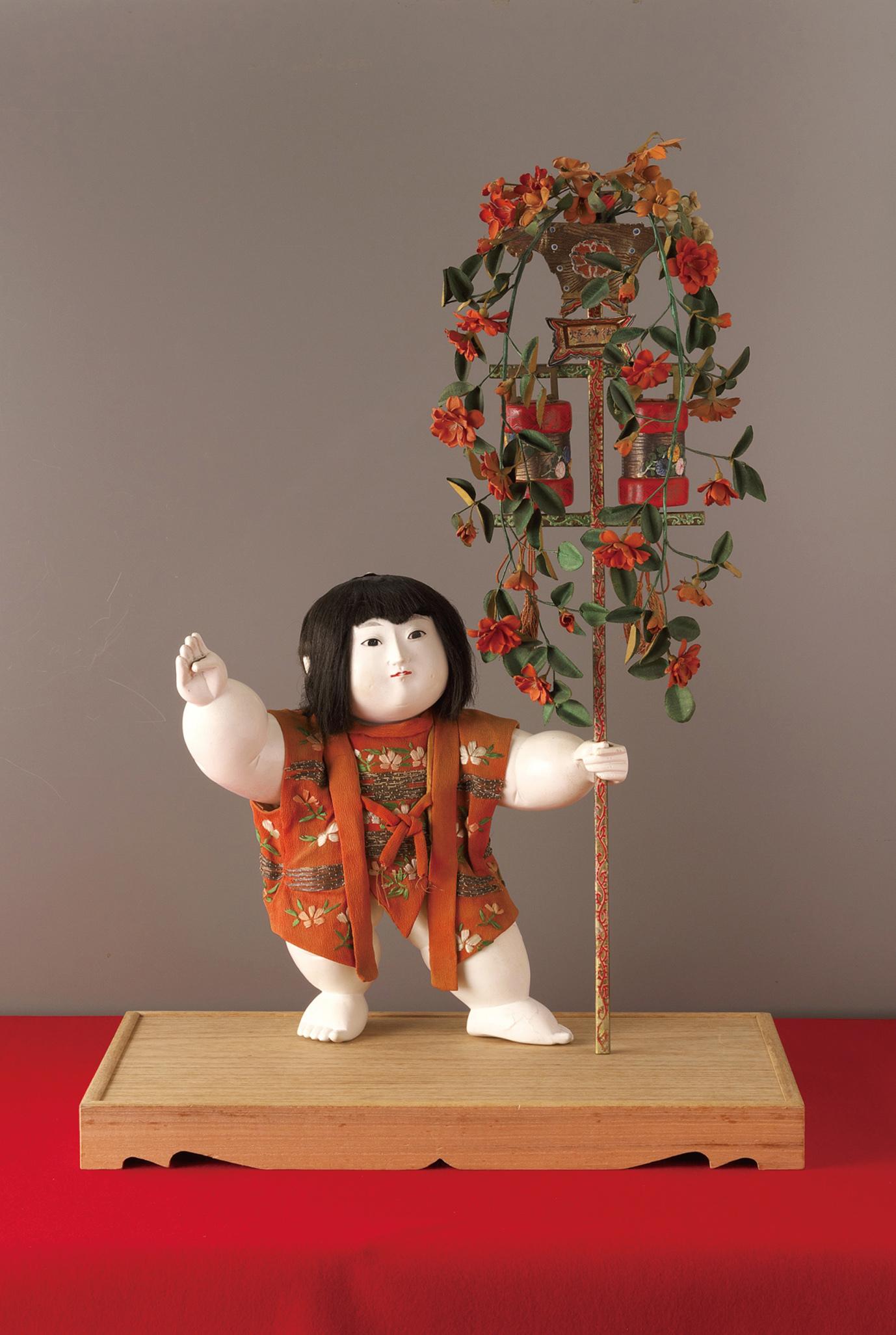 「御所人形 提灯持ち」 江戸時代後期 静嘉堂文庫美術館蔵 【全期間展示】