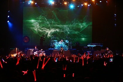 YOSHIKIのドラム復活、X JAPANライブハウス単独公演オフィシャルレポ