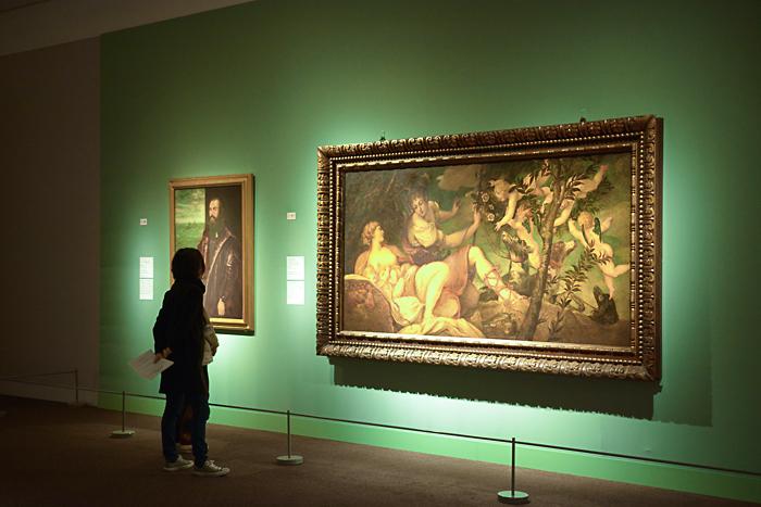 左から、ティントレットと工房《ヴェネツィア提督の肖像》1570年代、フィレンツェ、ウフィツィ美術館  ヤコポ・ティントレット《ディアナとエンディミオン(もしくはウェヌスとアドニス)》1543-44年、フィレンツェ、ウフィツィ美術館