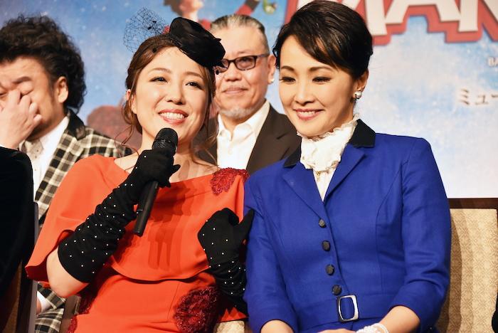 平原綾香と濱田めぐみ(左から)