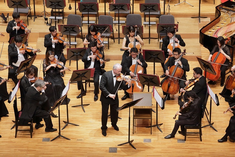 コリリアーノ「レッド・ヴァイオリン」組曲を弾き振りするシトコヴェツキー(2017.6) (C)s.yamamoto