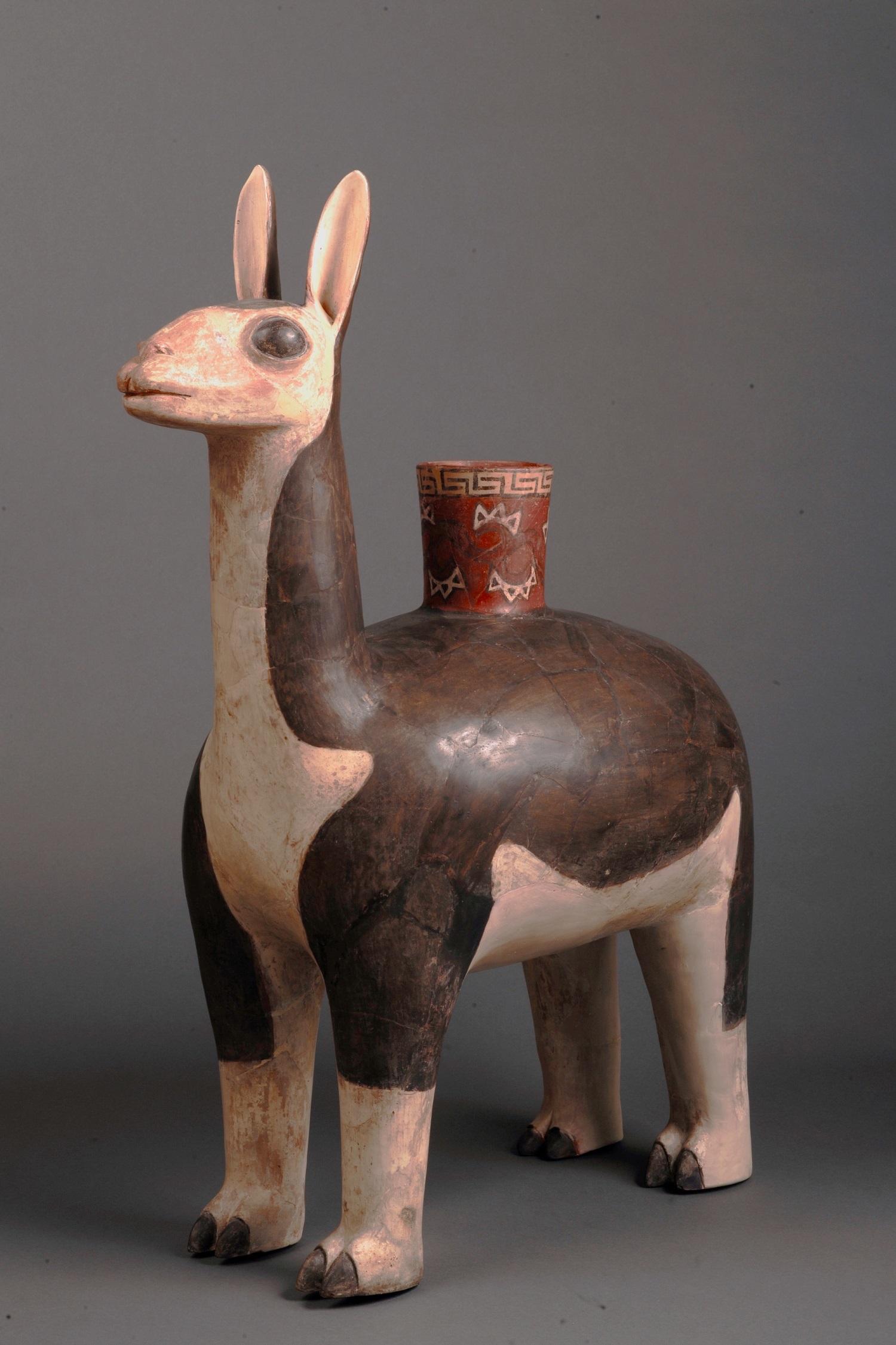 《リャマをかたどった土器》 ワリ文化(紀元650年頃から1000年頃) ペルー文化省・国立考古学人類学歴史学博物館所蔵