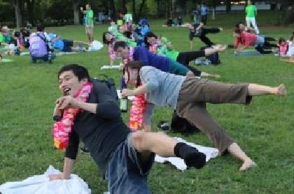 ビール飲みながらヨガ!? J1湘南が夏のホームゲームで『ビールヨガ』開催