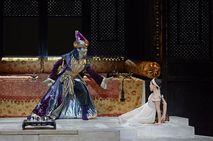 プリンセスとマグリブ人 撮影:鹿摩隆司