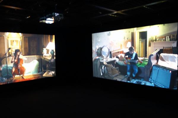 ラグナル・キャルタンソン《ザ・ビジターズ》2012  ヨコハマトリエンナーレ2017 展示風景