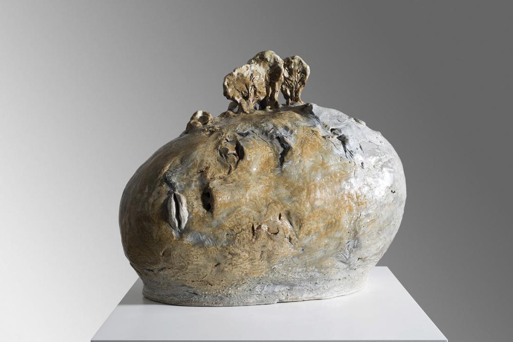 イケムラレイコ 《頭から生えた木》 2015 テラコッタ、釉薬  30x37x24cm 個人蔵、ドイツ Courtesy Galerie Karsten Greve AG, St. Moritz