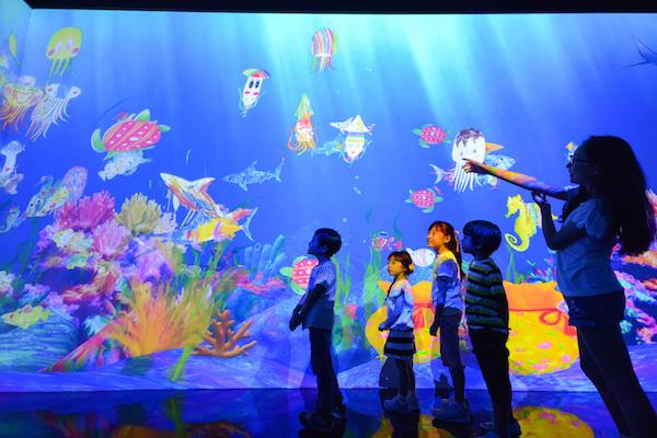 「お絵かき水族館」