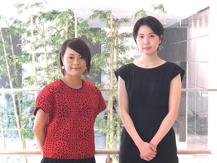 記者会見に出席した山城知佳子(左)・市原佐都子(右)。 Photo by Miwako Yoshinaga
