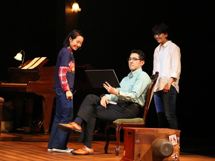 ミュージカル『FUN HOME ファン・ホーム ある家族の悲喜劇』 (写真提供:東宝演劇部)