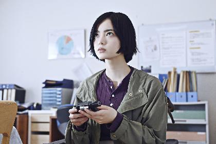 平手友梨奈が決意を固め、拳銃を握る 映画『ザ・ファブル 殺さない殺し屋』新カット&メイキング写真を公開