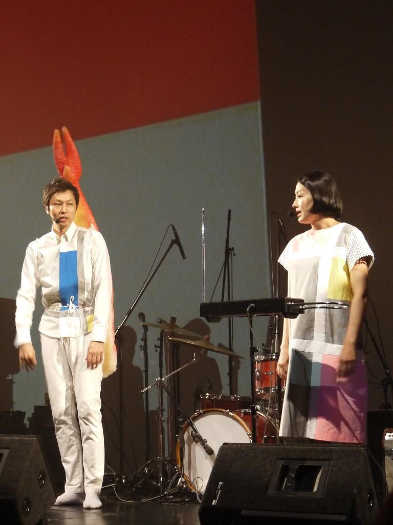 寿司ネタを背負った街角マチオ(左)と街角マチコ(右)